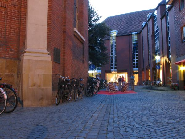 Gullyradio zwischen Clemenskirche und Karstadt