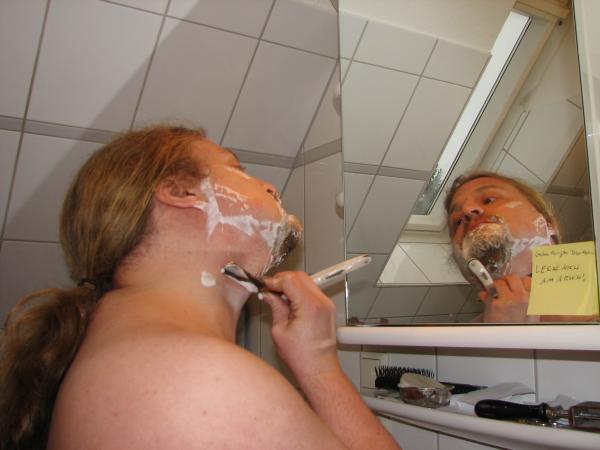 Ulf rasiert sich