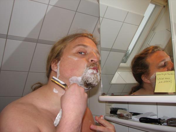 Ulf rasiert sich immer noch