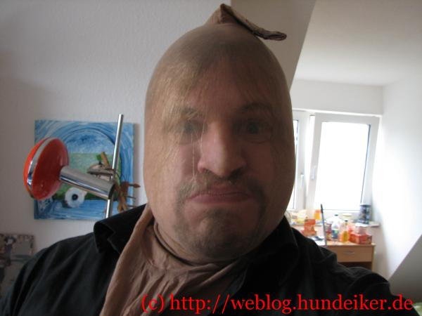 Ulf mit Nylonstrumpfhose überm Kopf