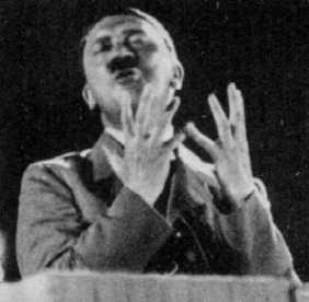 Hitler, die Knochen noch mit Fleisch überzogen.