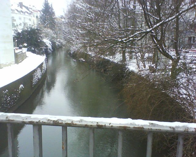 Die Aa in Münster, flußabwärts, Brücke Maximilianstraße.