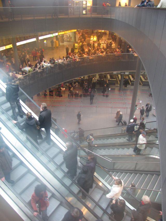 Im Züricher Flughafen.