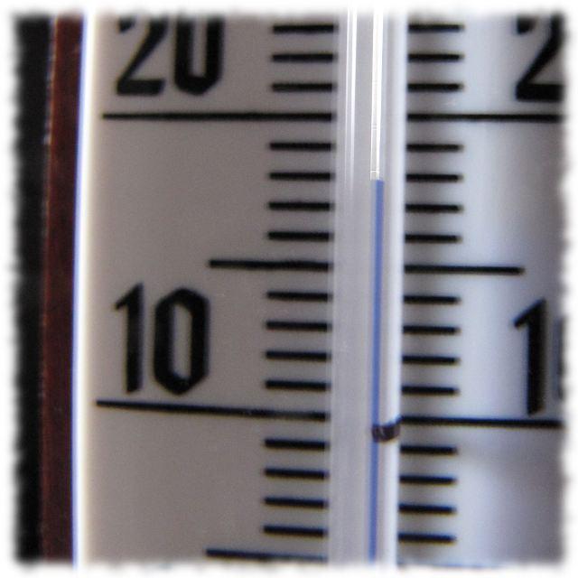 Thermometer: Endlich Zimmertemperatur von achtzehn Grad Celsius.