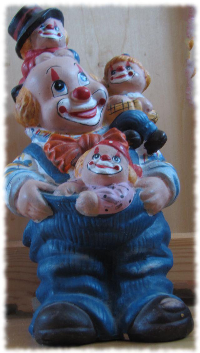 Absolut geschmacklose Clown-Spardose.