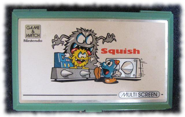 LCD-Spiel SQUISH von Nintendo (1986), zugeklappt.