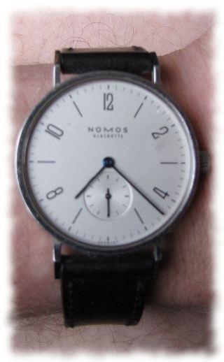 Ulfs Belohnung fürs Überleben: Uhr Nomos Tangente.