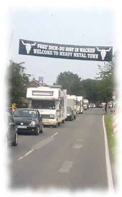 Viel Verkehr in Wacken.