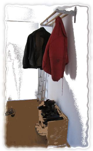 Unsere Garderobe hängt.