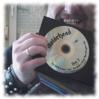 Ulf mit Mot�rhead-DVD, erscheint kommende Woche.