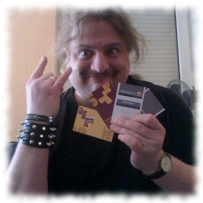 Ich mit meinen Visitenkarten.
