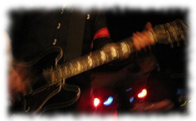 Ausschnitt Gitarre/Justin Greaves.