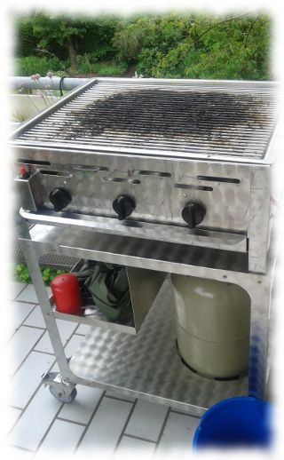 Der Grill am morgen nach der Party.