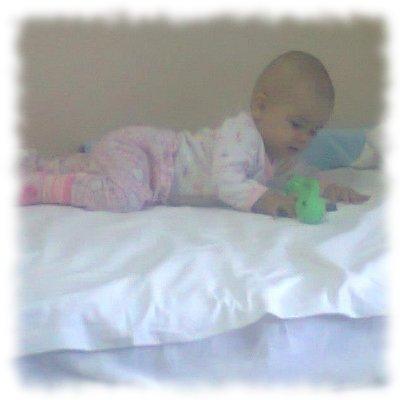 Aurela im Krankenhausbett.