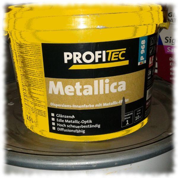 Eimer mit Lack der Sorte Metallica.