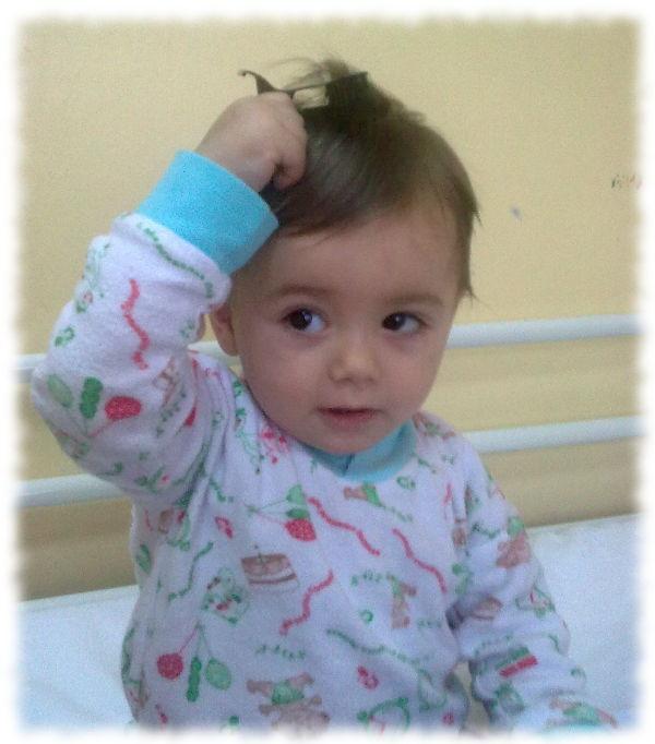 Die leukämiekranke Aurela in der Klinik.