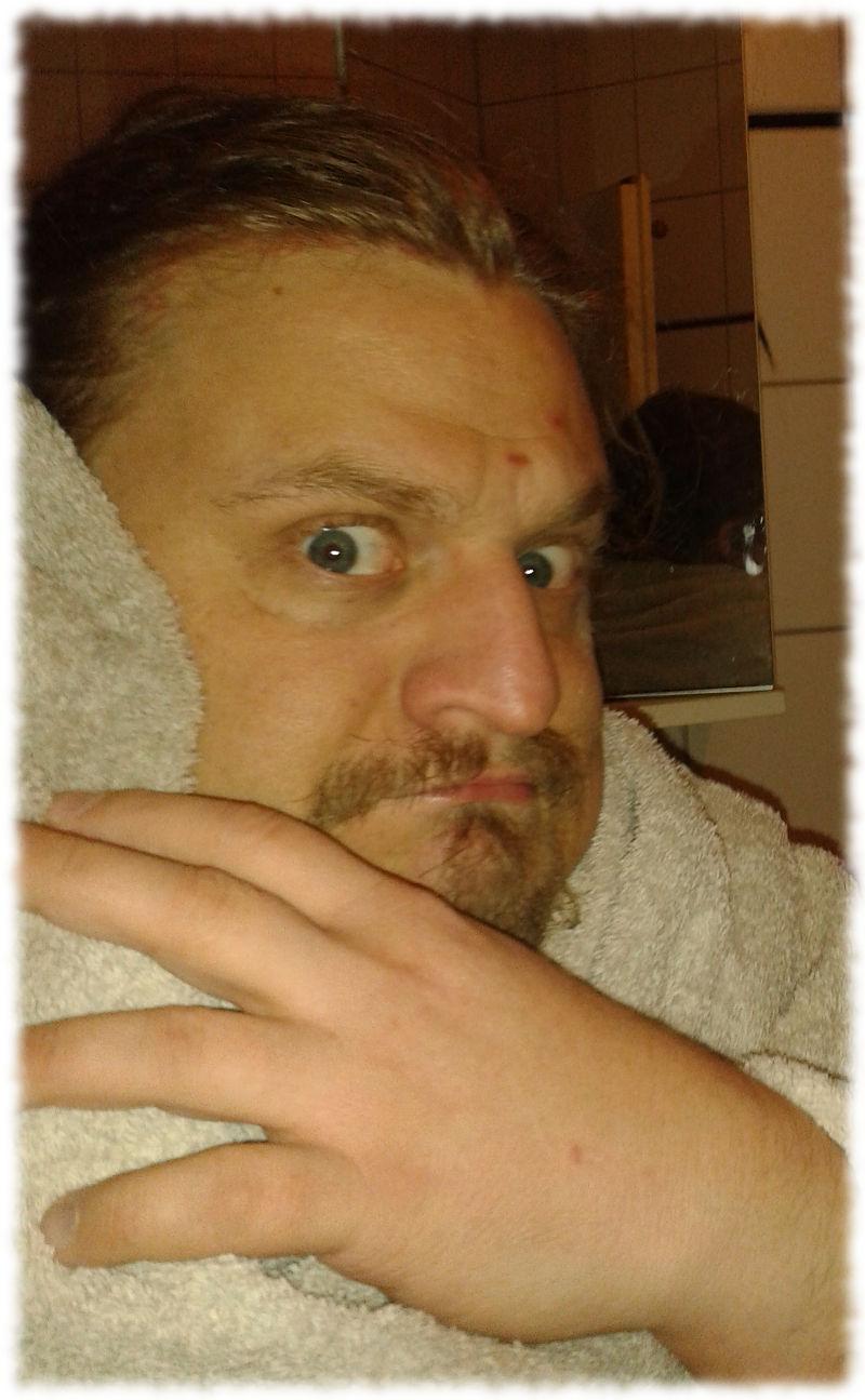 Mit Handtuch.