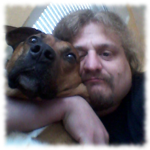 Bruno und ich kuscheln.