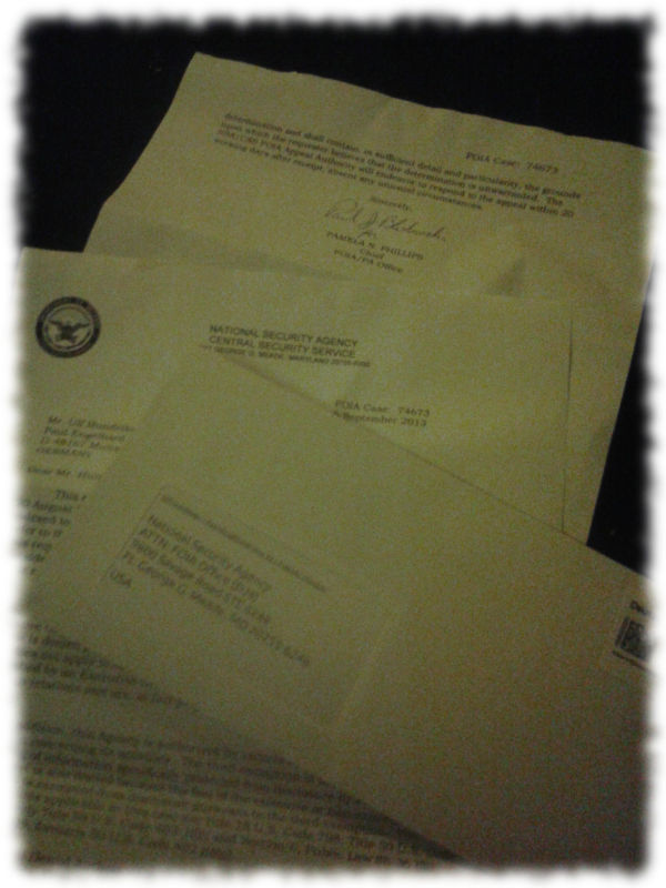Antwort der NSA geöffnet und Umschlag mit meiner Antwort darauf.