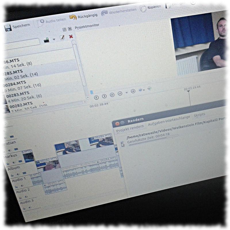 Der Bildschirm meies virtuellen Schneidetisches KDEnlive beim rendern.
