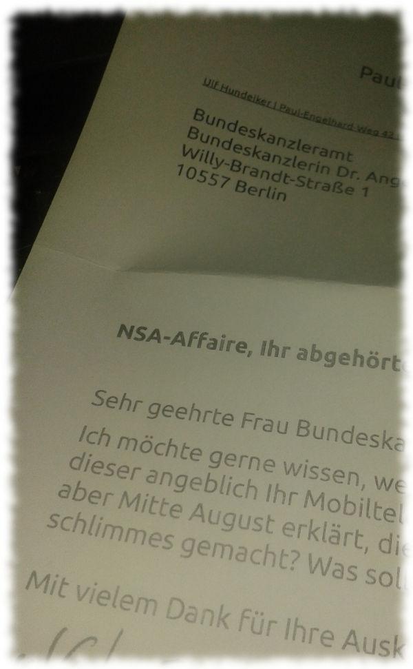 Photo des ausgedruckten Briefes an Bundeskanzlerin Merkel.