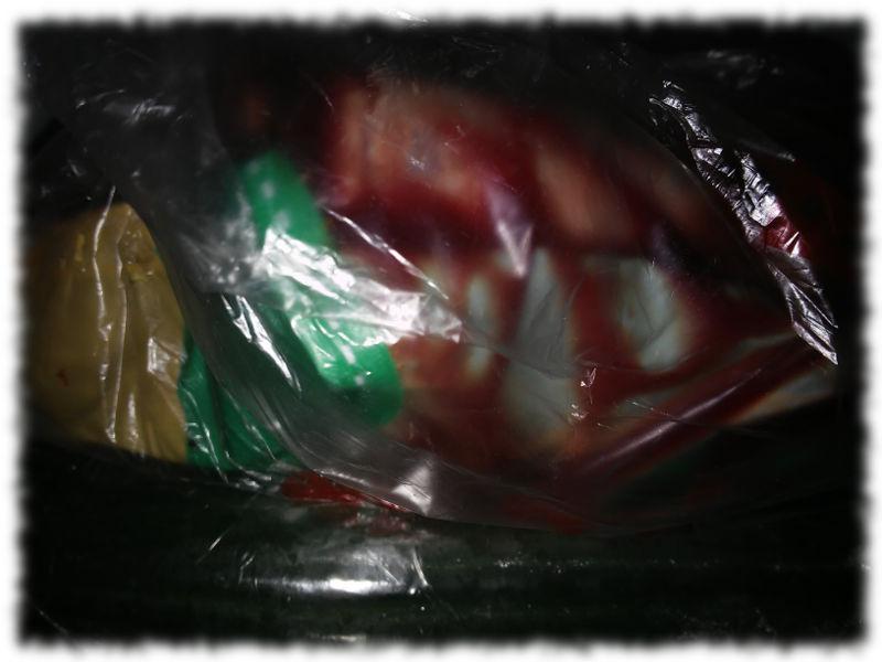 Festtagsbraten, verpackt und unscharf.