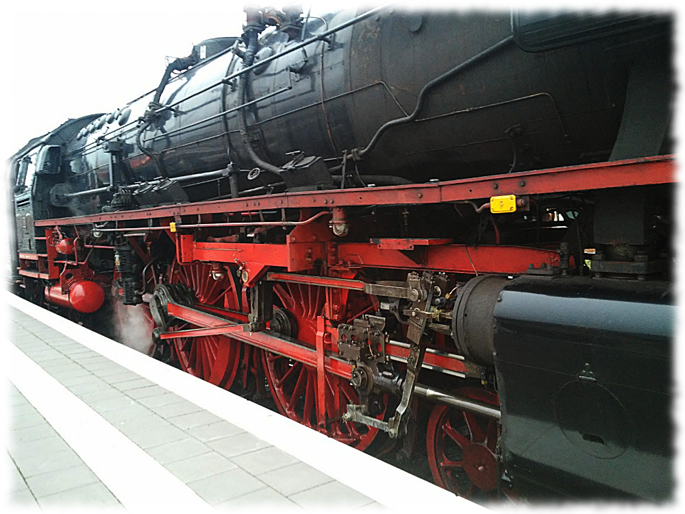 Dampflokomotive 01 1066 kurz nach der Bereitstellung des Zuges im Hauptbahnhof Münster