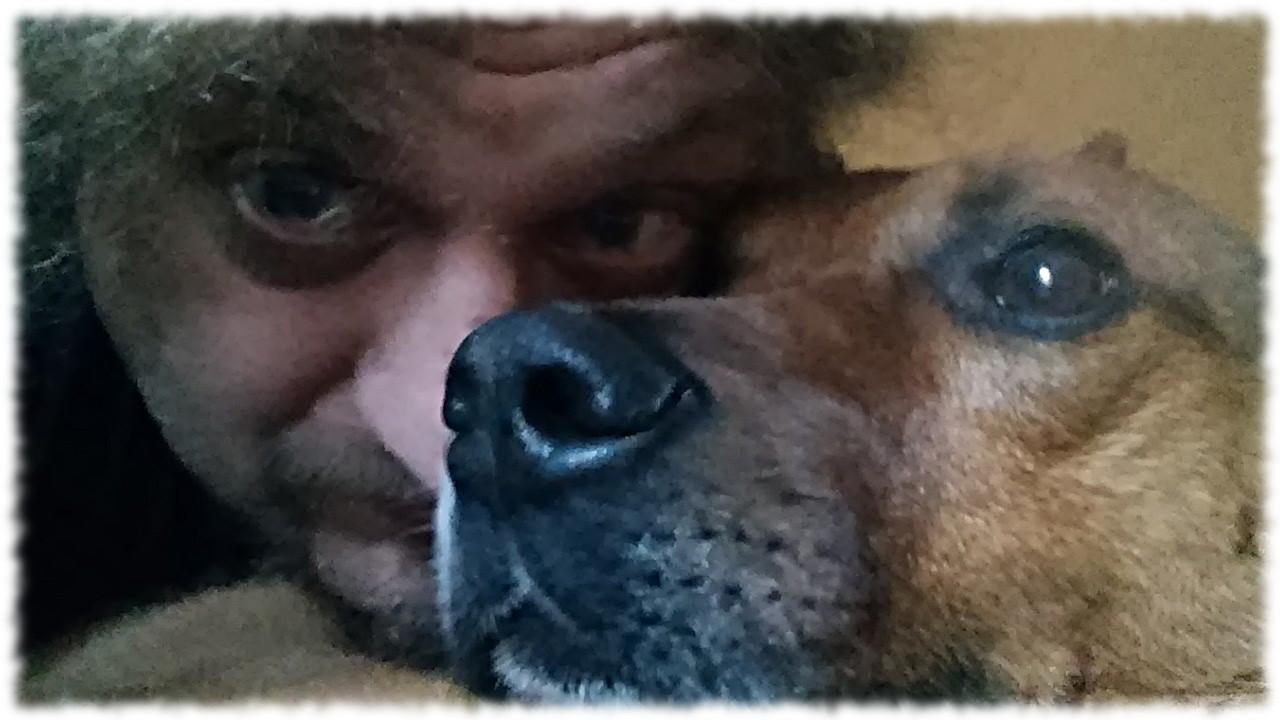 Ulf und Bruno zufrieden am schmusen.