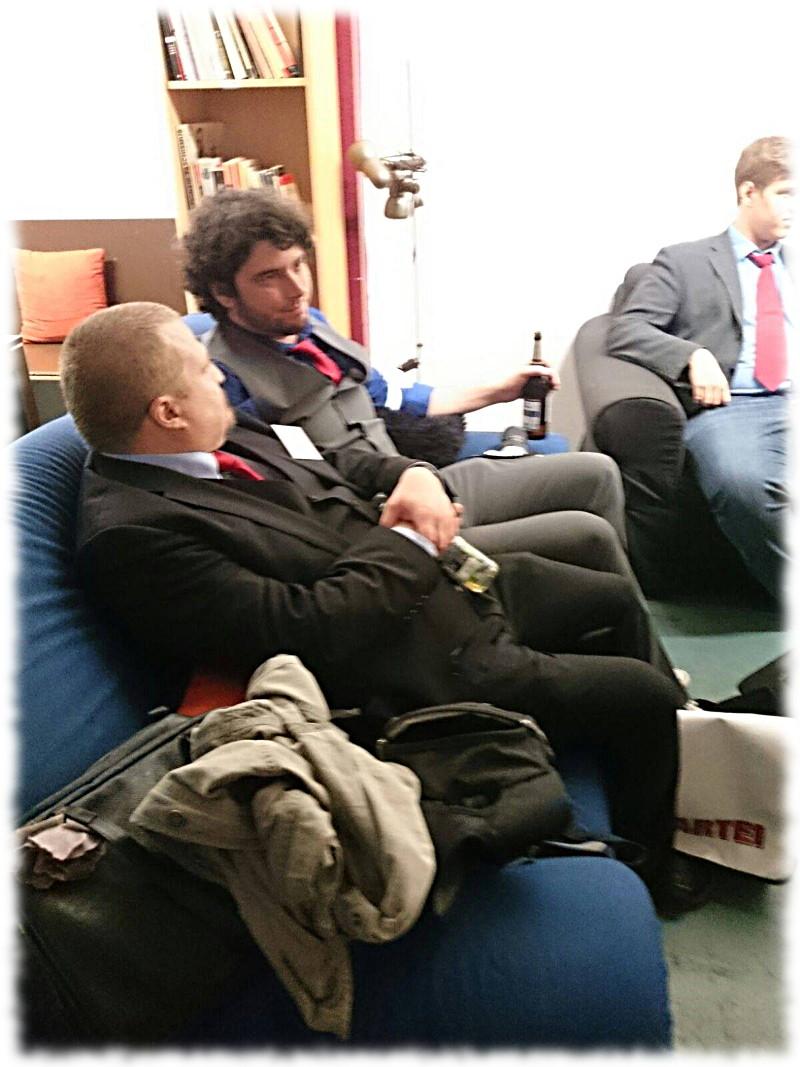 Der Vorsitzende des KV Münster (ich) auf dem Sofa mit dem Vorsitzenden des gastgebenden KV Rhein-Sieg (Bastian Reichardt).