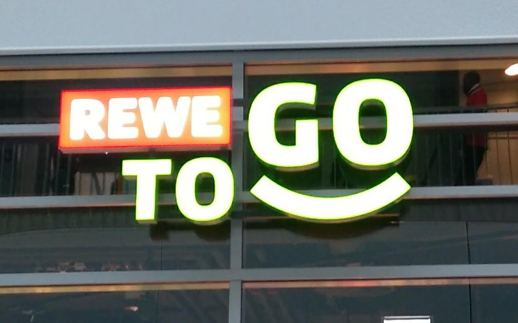 Firmenschild Rewe to go