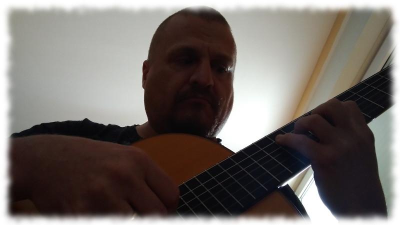 Ulf an der Gitarre