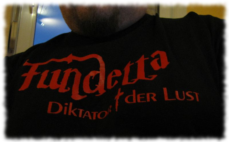 Fan-T-Shirt von Fundetta.